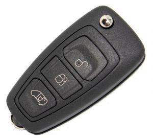 Fordin pisaran mallinen kaukolukitusavain. Kuopion Kenkä- ja avainapu ohjelmoi avaimet  saman tien mukaan.