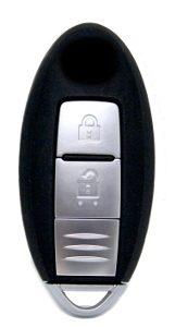 Nissanin toisen sukupolven älyavain. Suikulan muotoinen. Kuopion Kenkä- ja avainapu ohjelmoi avaimet  saman tien mukaan.