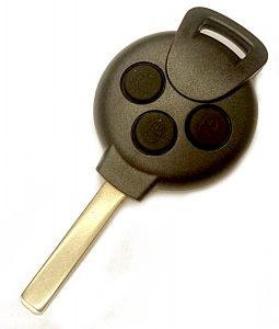Smart fortwo kaukoluitusavain. Kuopion Kenkä- ja avainapu ohjelmoi avaimet  saman tien mukaan.